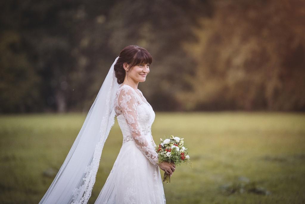 Braut beim Hochzeitsshooting in Rheder