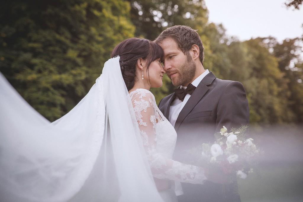 Brautpaar mit Schleier Hochzeitsfotograf NRW