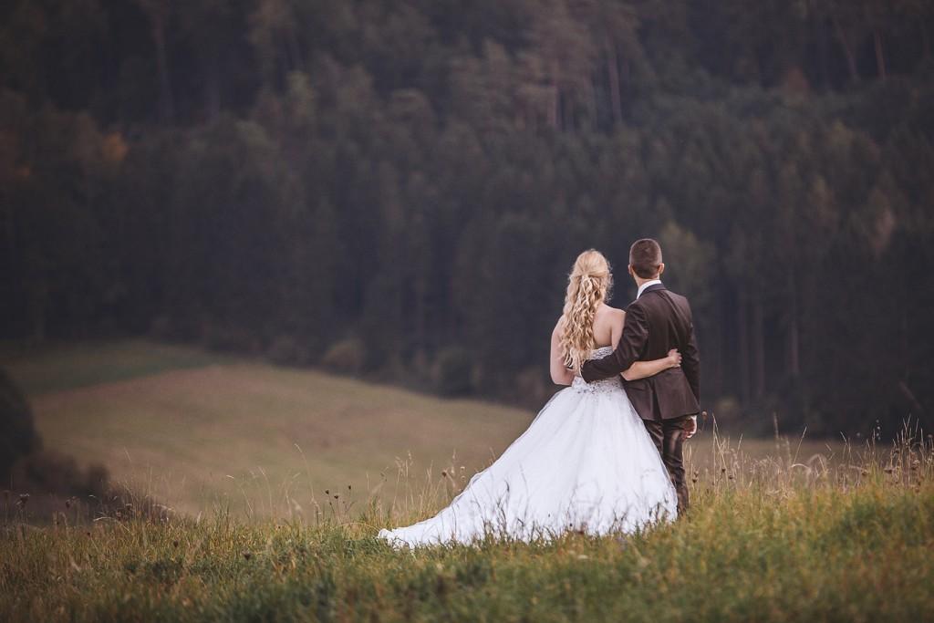 Brautpaar auf einem Berg