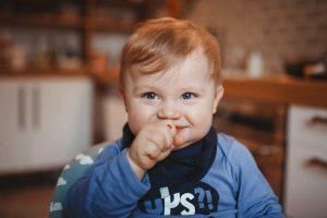 lachendes Baby bei Babyreportage