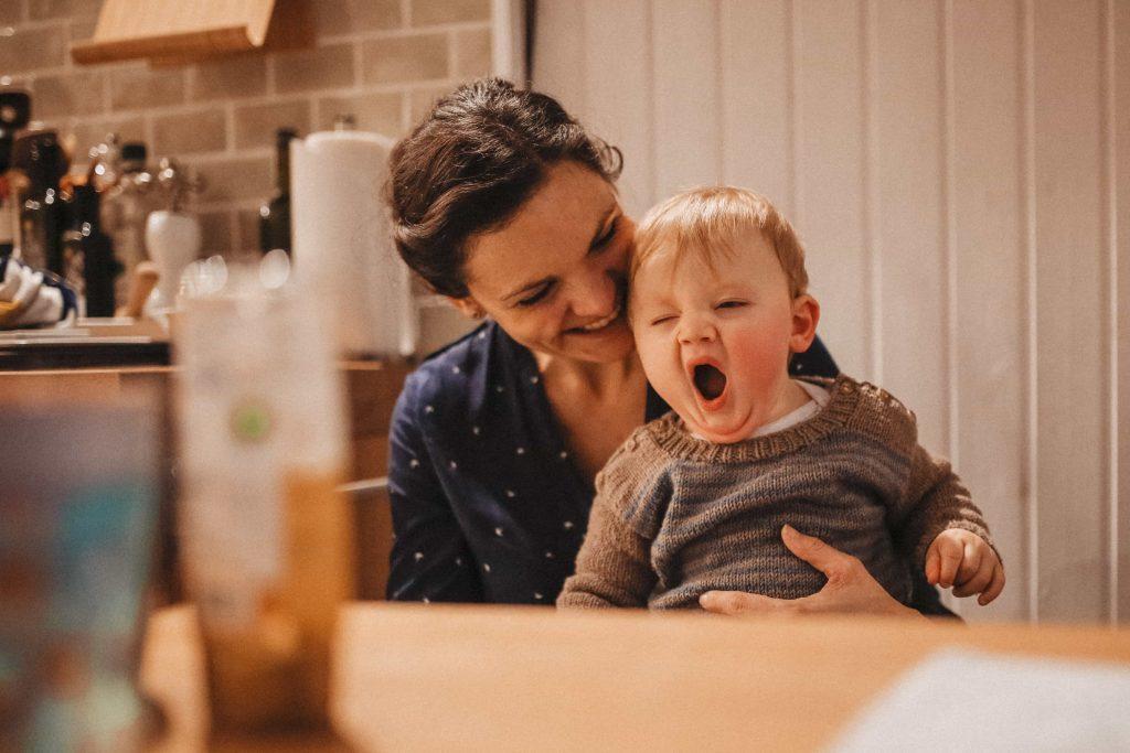 Babyshooting Baby gähnt