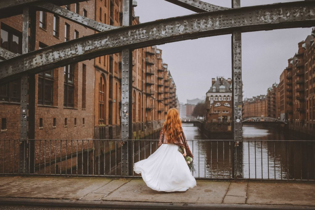 Braut auf Landungsbrücke Hamburg