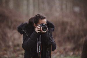 Praktikantin beim Fotografen
